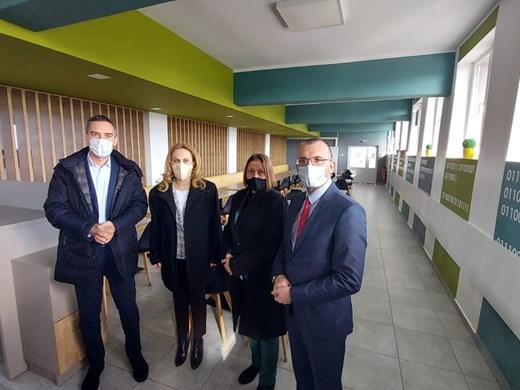 Вицепремиерът Николова посети IT гимназията в Бургас