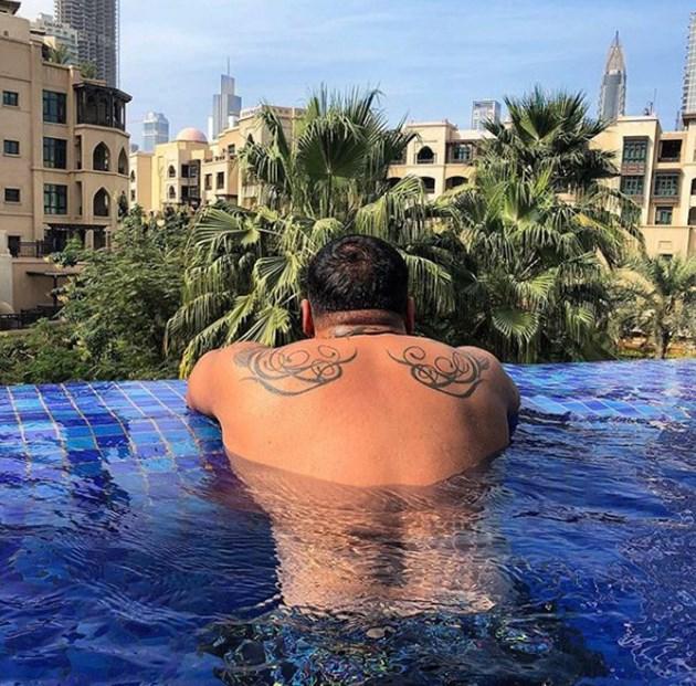 Азис отмаря в Дубай
