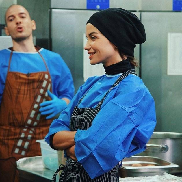 Заразно добро: Диляна Попопа готви за бедни