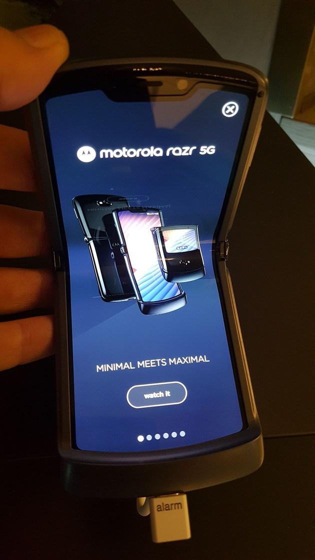 """Малък, но мощен - """"Моторола"""" пуска нов модел сгъваем RAZR с 5G"""
