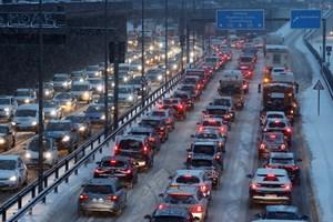 Необходимостта от спадане на замърсяването също се посочва като основна причина за намаляването на ограничението на скоростта на магистралите.