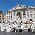 Булки в Италия протестираха срещу отлагането на сватбите им (Снимки)