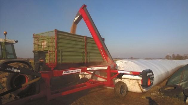 Изпразващата машина за багове AGRAR-bag ex-bag