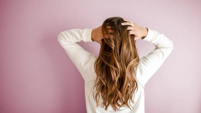 Мазна коса през деветте месеца - как да се справя?