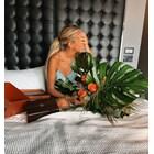 Мората подарява цветя в леглото