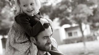 Съпругът ми гледа децата. Това кастрира ли го като мъж?