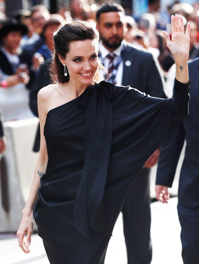 Анджелина Джоли също отправи обвинения срещу Харви.