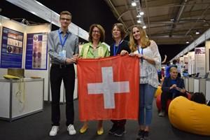 Посланик Мюриел Берсе Коен с швейцарските участници в 31-ото издание на Състезанието за млади учени (EUCYS) в София тази година