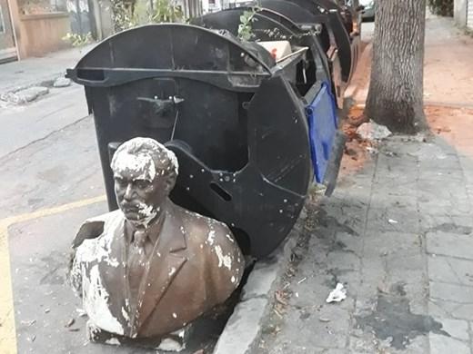 Захвърлиха Георги Димитров на боклука във Варна (Снимки)