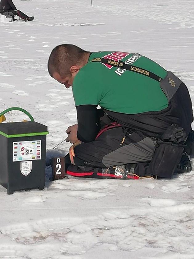 Люта битка на леда в Родопите