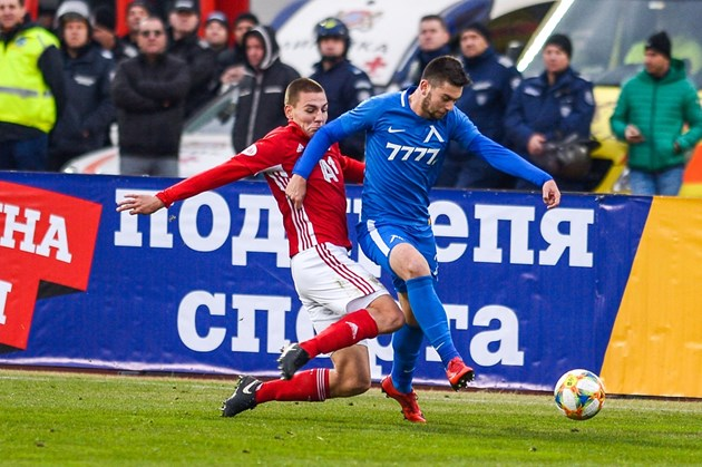 Футболист №1 дебютира с Беларус