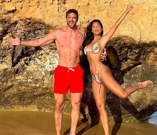 Никол и Том край океана