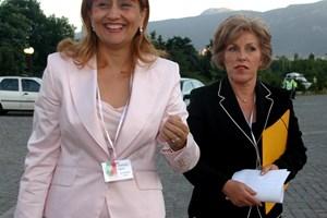 Елена Вълчева с Лидия Шулева по време на  изборите през 2005 г.