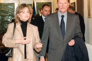 Цветелина Узунова придружава през 2002 г. премиера Симеон Сакскобургготски като началник на пресслужбата на Министерския съвет.