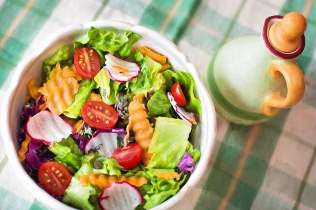 Всички салатни зеленчуци съдържат по малко натрий и не се нуждаят от много сол.