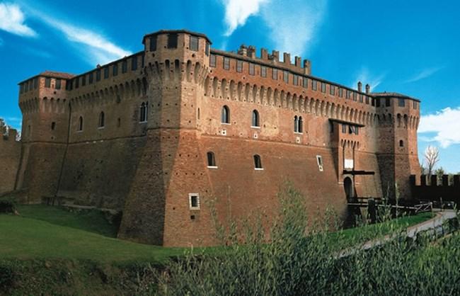 В замъка на Градара, до Римини, е живяла Лукреция Борджия.