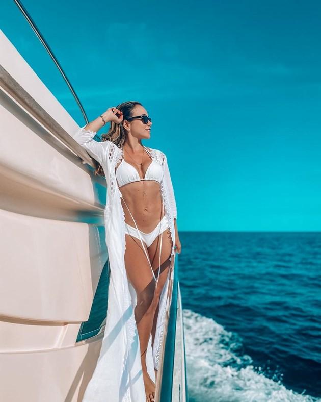 Джесика Стърлинг заблестя на яхта