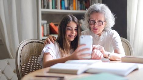 5 начина, по които общуването с баби и дядовци влияе на детето