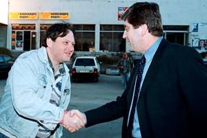 Нидал Алгафари се ръкува с Георги Първанов.