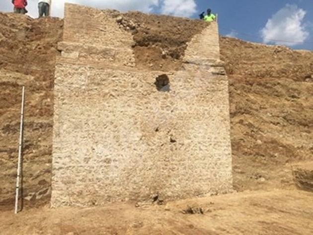 23-метров храм се извисява край Пловдив