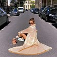 Александра Тюркмен клечи по улиците на Париж