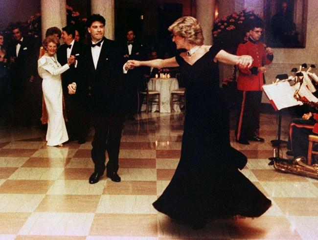 Даяна танцува с Джон Траволта на прием в Белия дом.