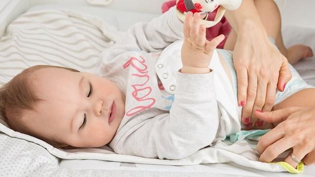 Странен цвят при изхождане на бебето: какво означава това?