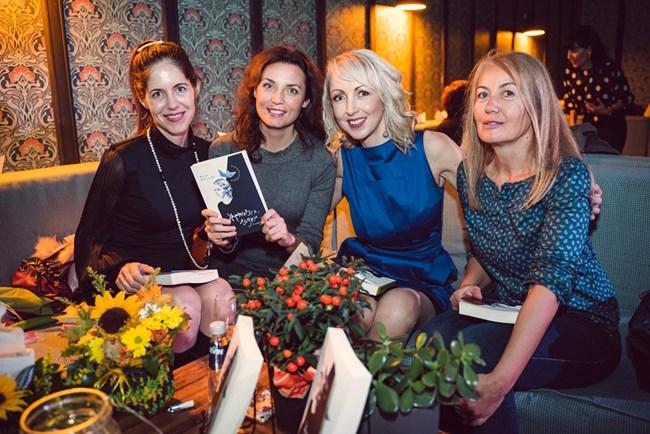 Заедно с едни от най-обичаните ни блогъри: Маги Пашова, Даниела Динева и Бети Йовчева (отляво надясно)