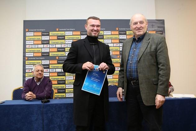 """Треньорът в ДЮШ на """"Левски"""" Захари Сираков:  Работим спокойно, кризата ще мине"""