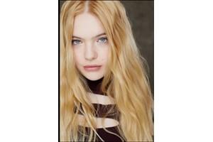 Александра Генова е 17-годишна, когато се снима в сериала.