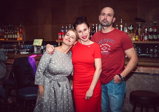Заместник главният редактор на MILA.BG Христина Стоянова - Манолова (вляво) бе сред най-красивата част от екипажа
