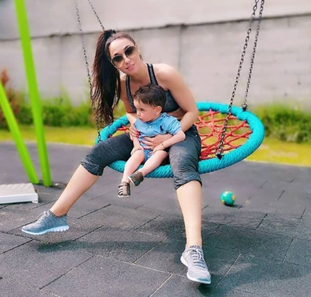 """Синът на Мария Илиева я държи във форма със спорта """"тичане след бебе"""""""