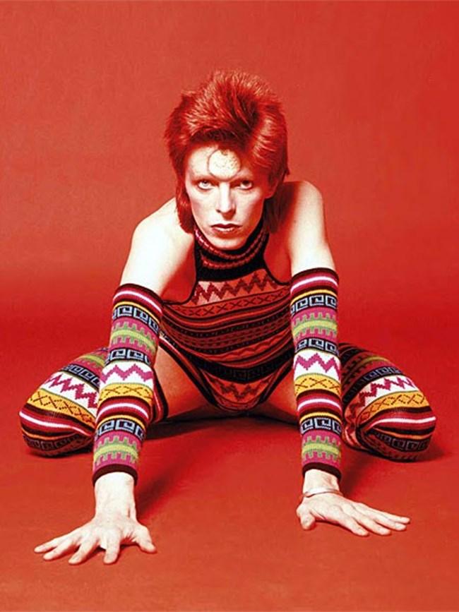 В началото на 70-те години той боядисва косата си в червено.