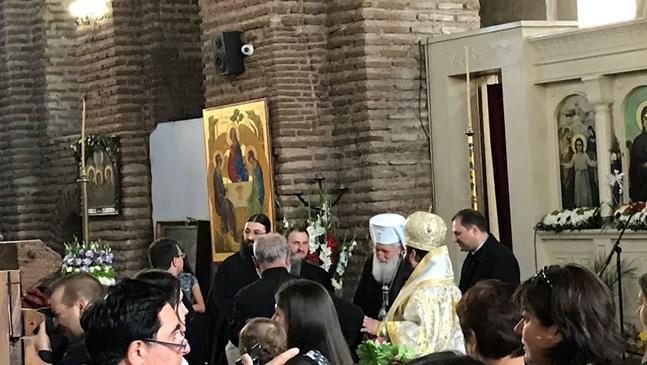 Патриарх Неофит благослови масовото кръщене в София (Снимки)