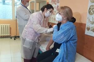 Медицинската сестра Надежда Попсавова също бе ваксинирана.