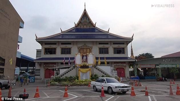Бекъм в будистки храм