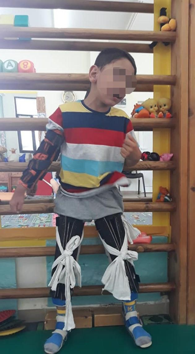 Болният от церебрална парализа Макси:  Дядо Коледа, искам да проходя!