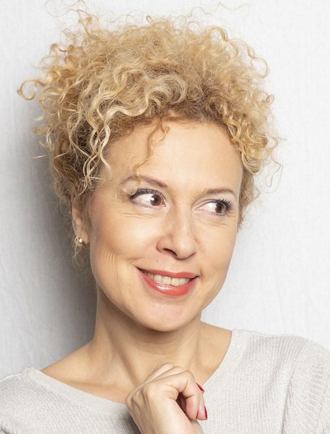 Една от тайните на Силвия Лулчева е, че не спира да работи.  СНИМКА:  САТИРИЧЕН ТЕАТЪР