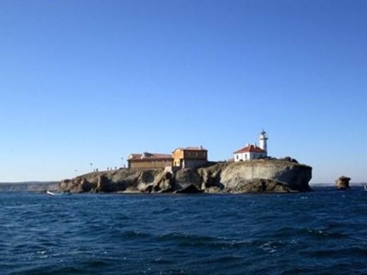 Арест на остров край Бургас след скандал за шезлонги