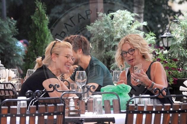 Гала и Кремена хапват по женски (Снимки и Видео  )