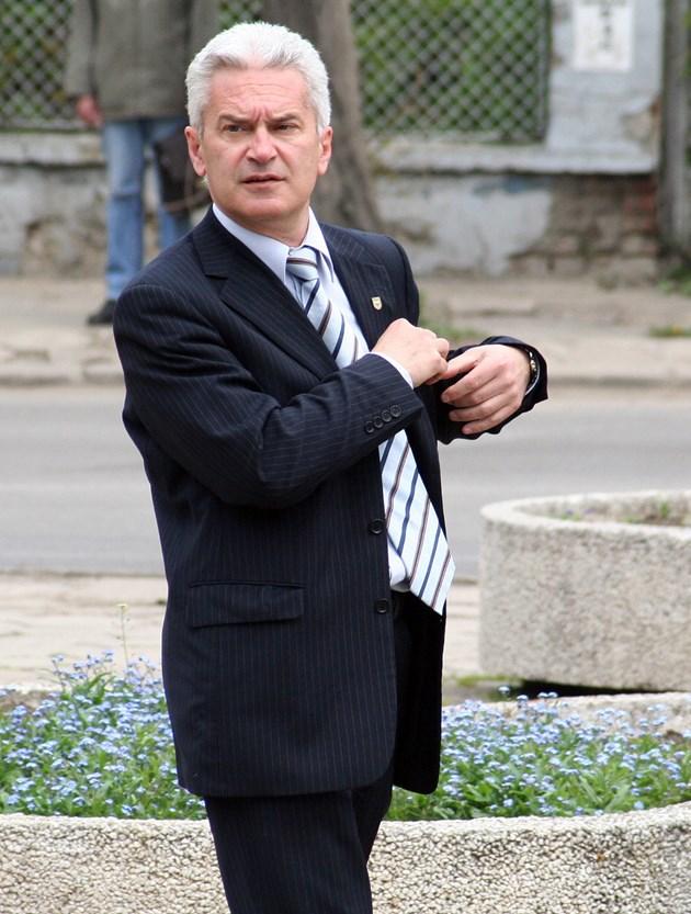 Полицай осъди Волен