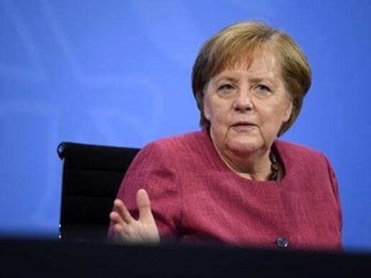 """Меркел:  ЕС трябва да търси """"пряк контакт""""с Москва и Путин"""