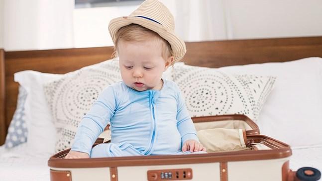 5 неща, които да сложите в багажа преди да тръгнете на път с малко дете