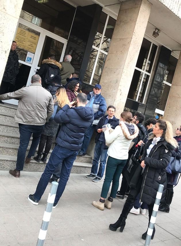 Опашки пред паспортната служба в София