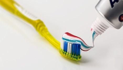 Какво казва за нас начинът, по който стискаме пастата за зъби