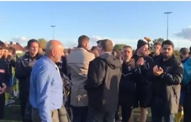 Расистки скандирания спряха мач от Купата на Англия, фенове наплюха вратар