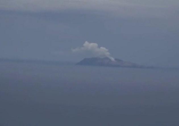 Вулканът в Нова Зеландия изригна отново (Видео)