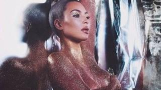 Ким Кардашиян рекламира гола козметиката си