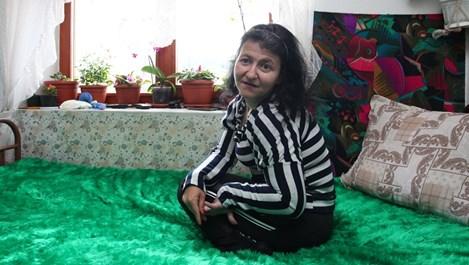 Ася Кьорова, която плете с крака: Мама ме носи на гръб!
