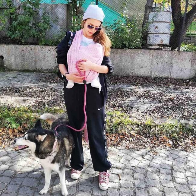 Евелин Костова си има дъщеричка.
